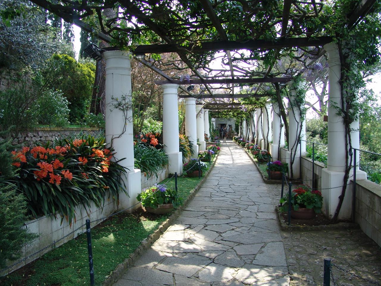 Disinfestazione ville e giardini m for Arredo ville e giardini